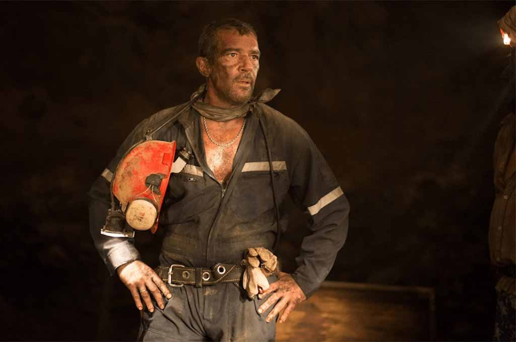 Antonio Banderas in movie The 33