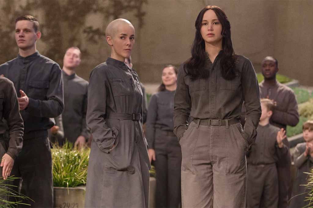 Jena Malone and Jennifer Lawrence star in The Hunger Games: Mockingjay Part 2