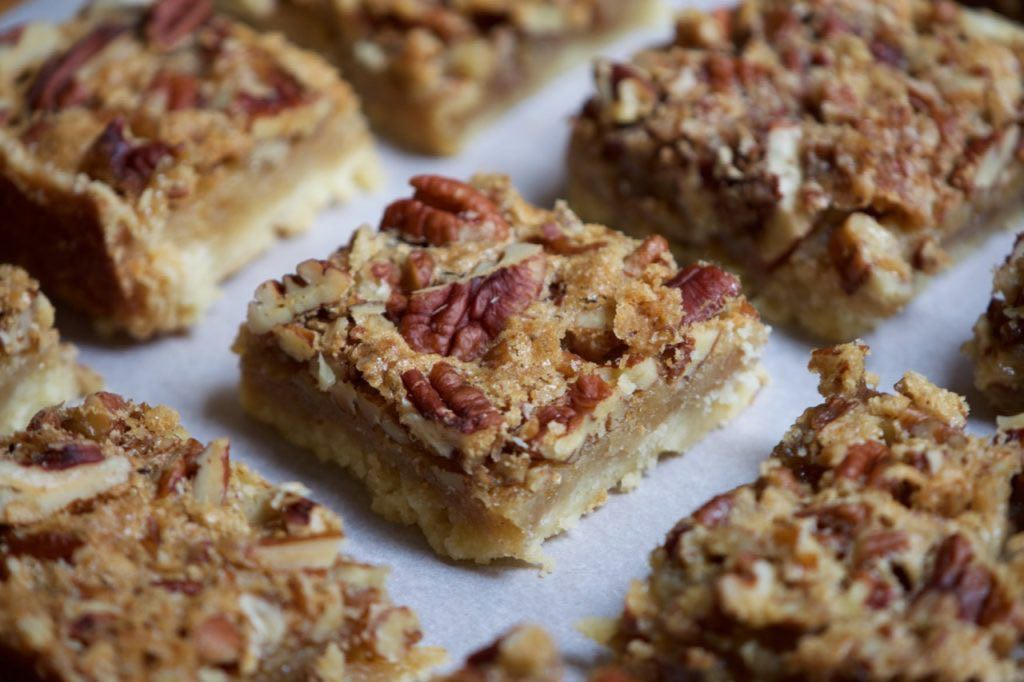 Maple shortbread bars